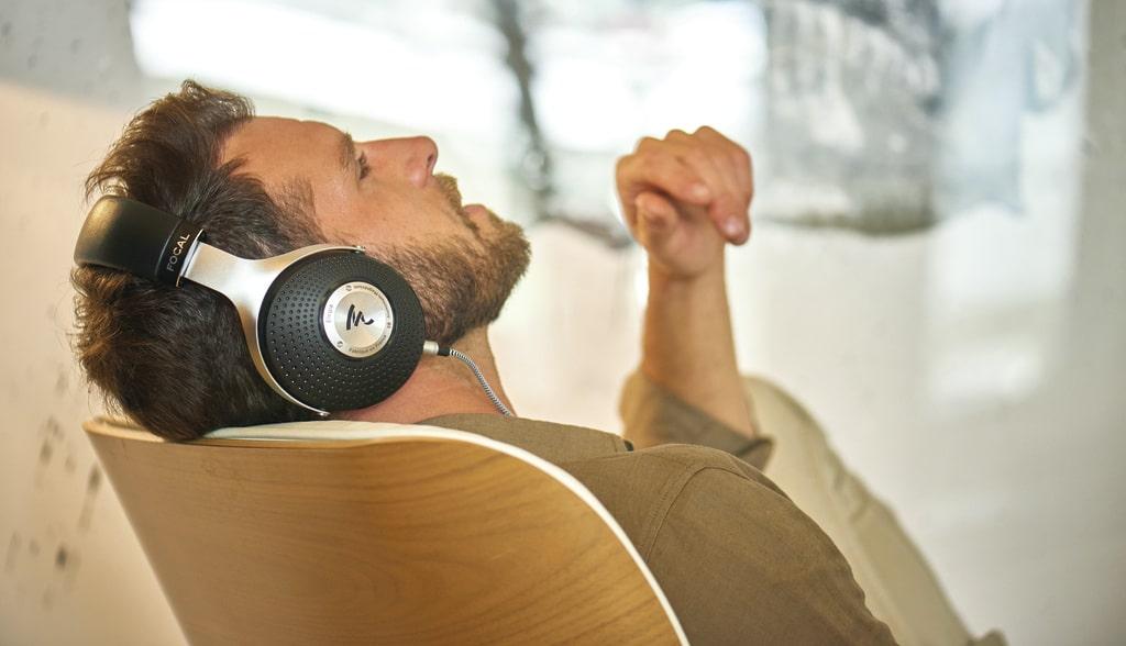 Uzavreté audiofilské slúchadlá. Absolútne pohodlné aj pri dlhšom posluchu. Náušníky z pamäťovej peny. Perfektne odhlučnené pre nerušený posluch vo vnútri aj vonka.